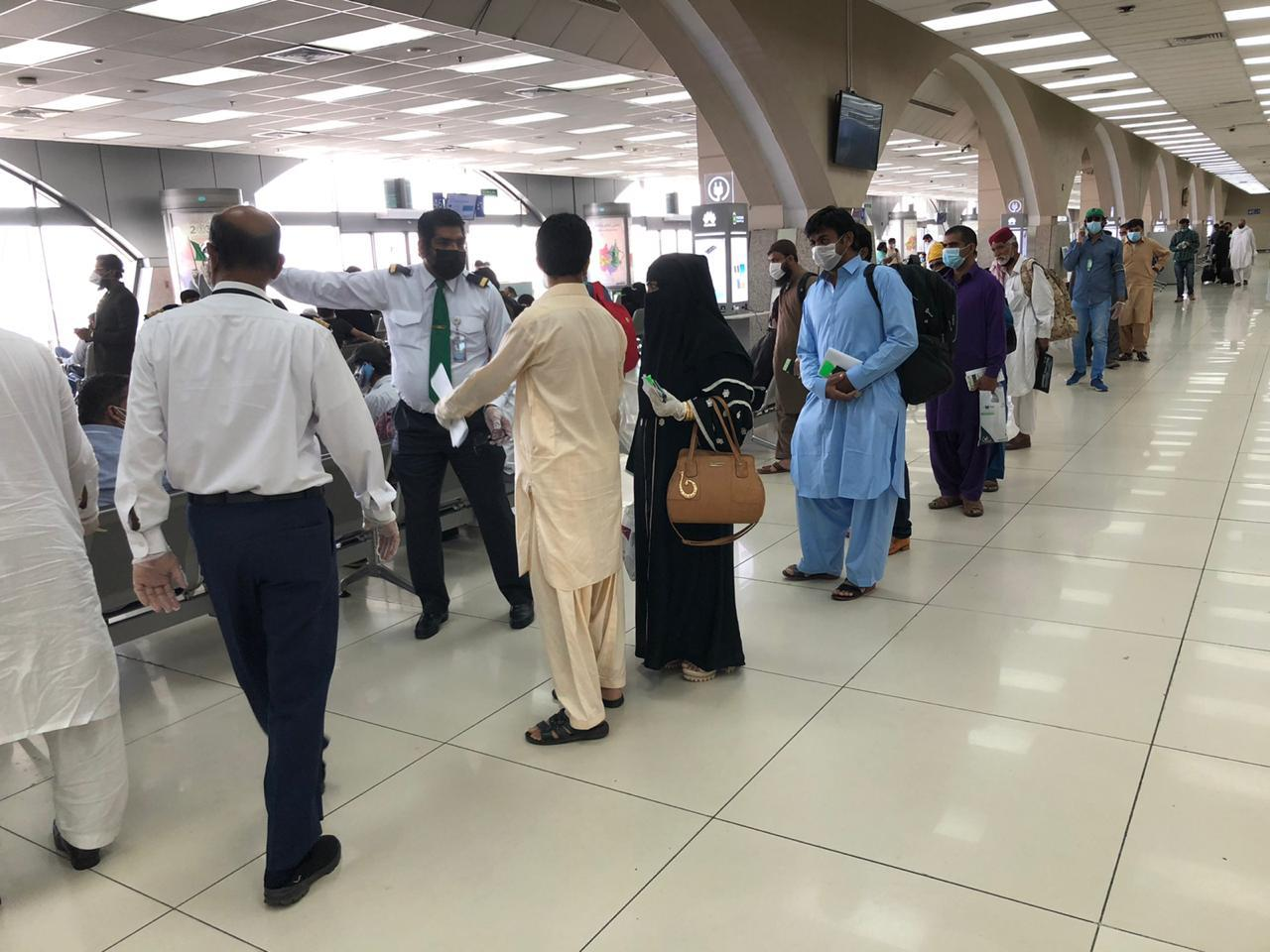 جدہ سے 250 پاکستانی کراچی روانہ