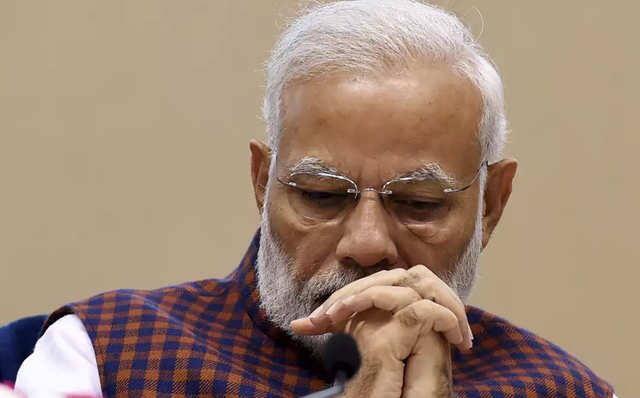 مودی کی حماقتوں سے بھارتی معیشت کو 8 لاکھ کروڑ کا نقصان
