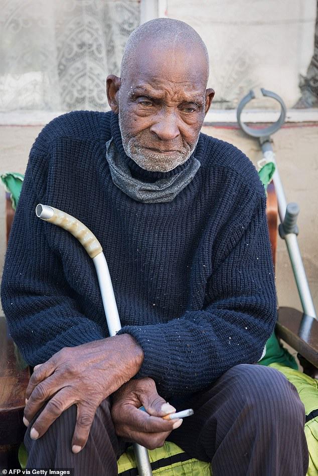 معمر ترین شخص 116 سالگرہ پر سگریٹ سے محروم