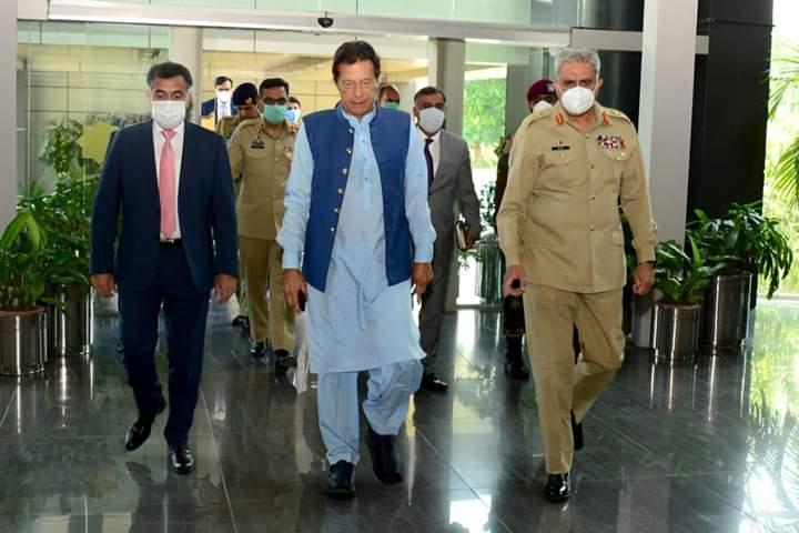 """پنجاب میں نئے """"وسیم اکرم پلس"""" کے انتخاب میں 'کپتان' کو کس بڑی مشکل کا سامنا؟"""