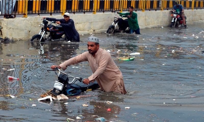 شہرقائدمیں بارش،بجلی بحران سنگین