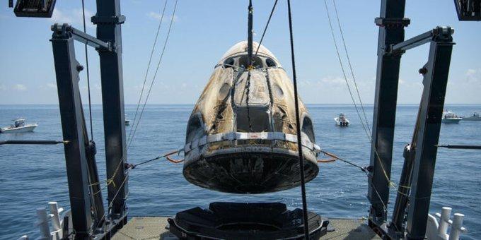 امریکا کے پہلے خلائی جہاز کامشن مکمل ہو گیا