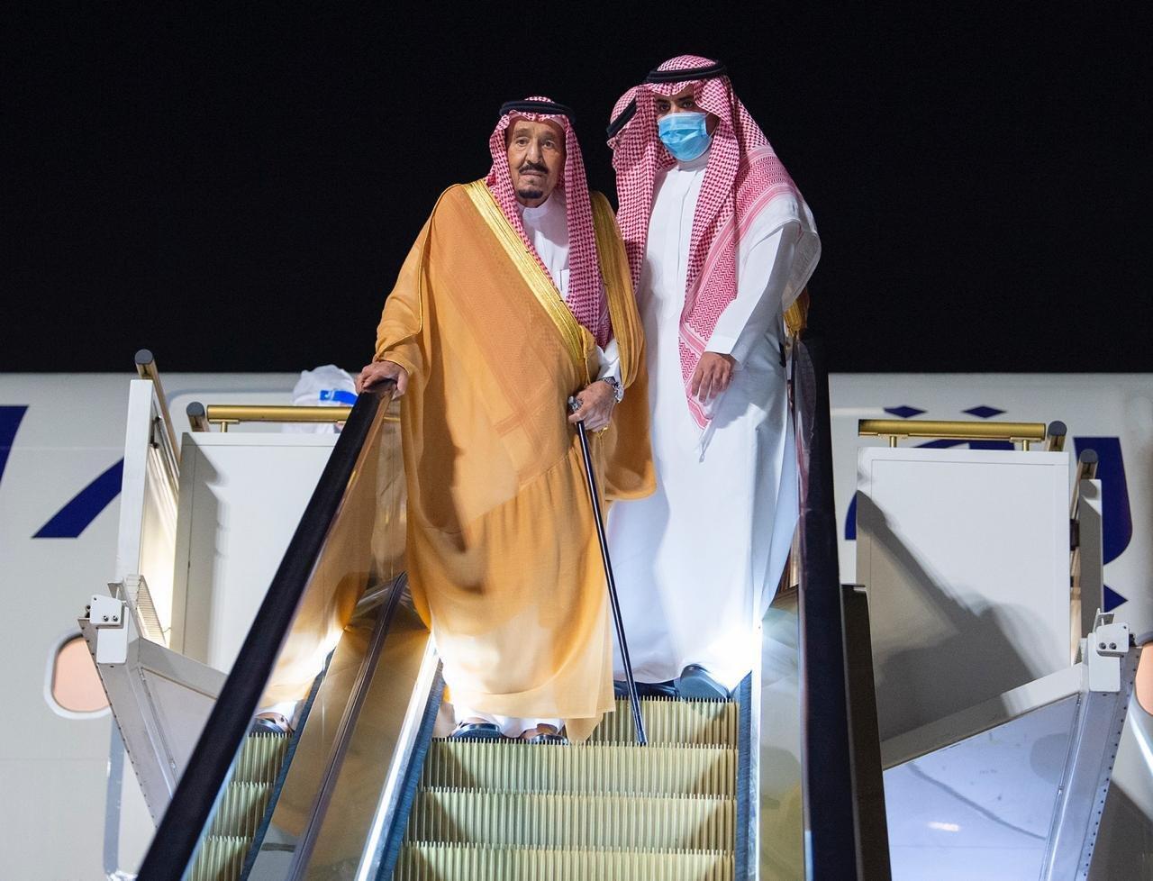 شاہ سلمان آپریشن کے بعد سیاحتی مرکز نیوم پر چھٹیاں گزار رہے ہیں