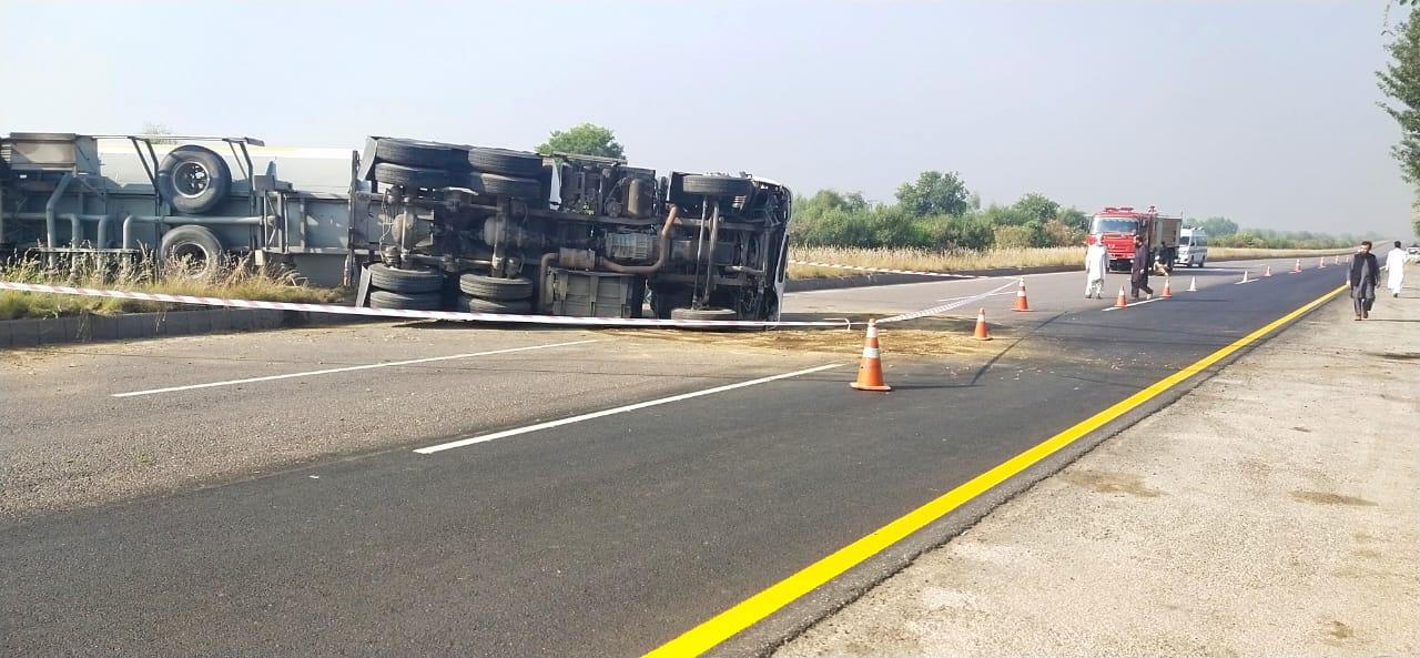 موٹر وے پر حادثہ رشاکئی سے صوابی تک ٹریفک معطل