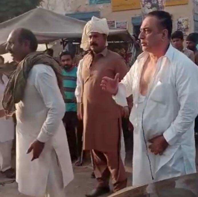 ترقیاتی منصوبوں کی غیرمنصفانہ پر حافظ آباد میں پی ٹی آئی رہنما لڑ پڑے