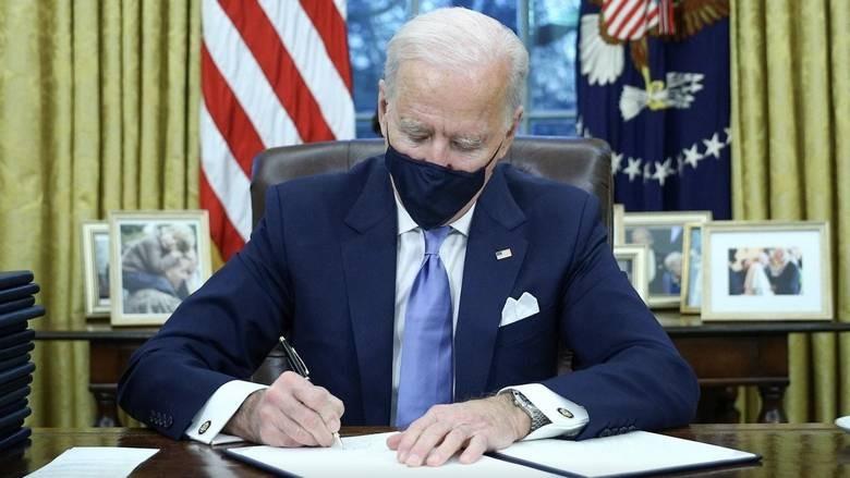 امریکی صدر جوبائیڈن نے پہلے روز سے ہی ٹرمپ کا گند صاف کرنا شروع کر دیا