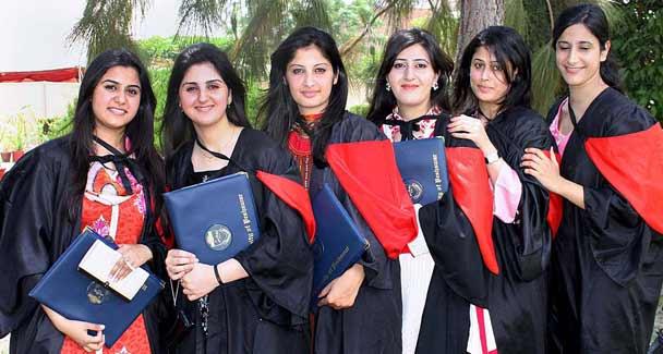 پاکستان میں گریجوایٹس کی تعداد سوئٹزر لیںڈ اور ہانگ کانگ سے بھی زیادہ