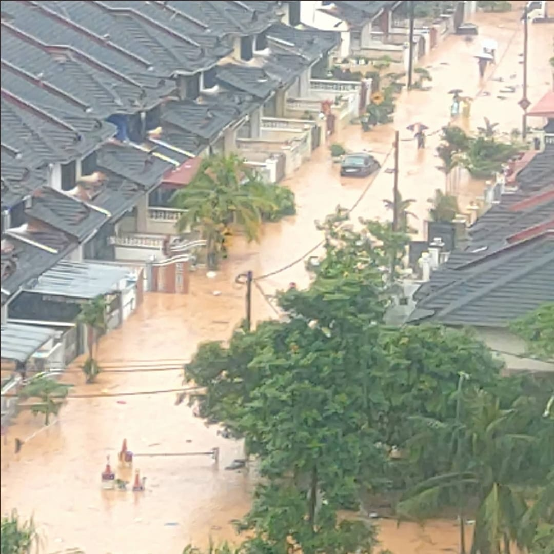 ملائیشیا میں سیلاب نے تباہی مچادی آبادیوں میں پانی بھر گیا