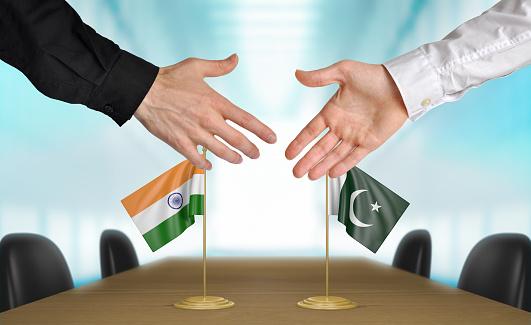 کورونا سے متاثرہ ایٹمی پاورز پاکستان بھارت تعلقات میں میڈیا کا کردار
