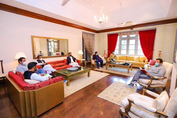وزیراعظم نے کورونا وائرس کے دوران وزرا کو گھر کیوں بلایا؟نئی بحث چھڑ گئی