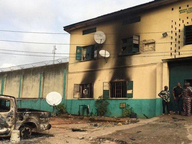 نائجیریا میں جیل پر حملہ، 1800 قیدی فرار