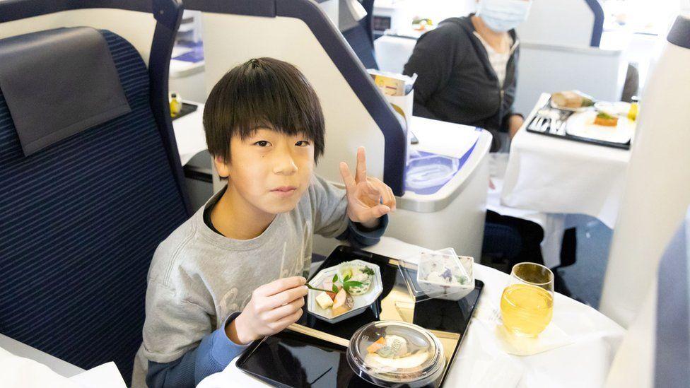 ائیرپورٹس پر کھڑے جہازوں میں ہوٹل کھل گئے،540 ڈالر کا کھانا