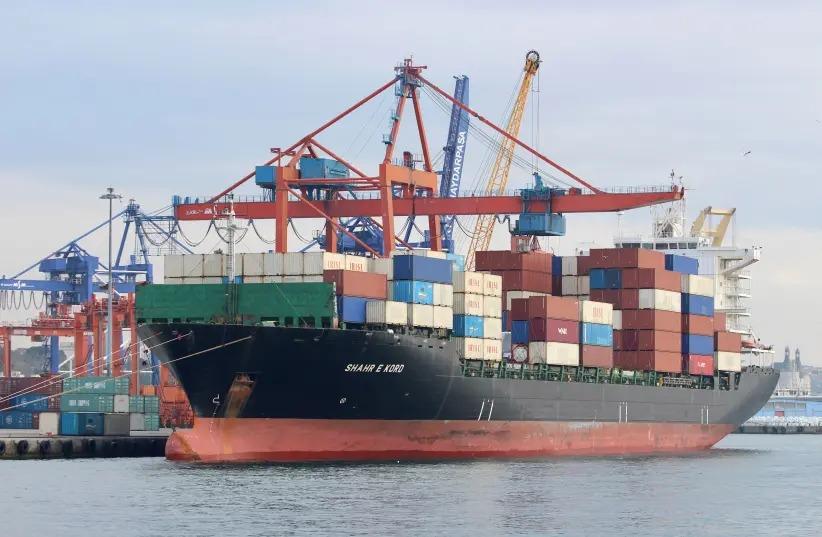 ایران کے مال بردار بحری جہاز پر کھلے سمندر میں حملہ