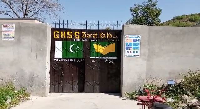 پرویزخٹک کے حلقہ زیارت کاکا صاحب میں بچے ٹینٹوں تلے تعلیم حاصل کرنے پر مجبور