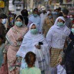 کراچی میں کورونا وائرس کے حملے کم ہونے پر آج بازار کھلے رہیں گے