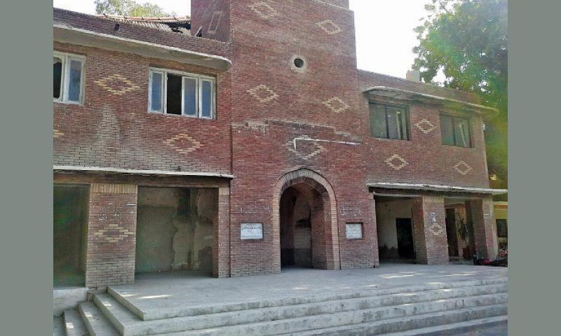 لوکل گورنمنٹ رحیم یار خان میں سول ڈرافٹسمین کو سب انجنئیر کا چارج دینے پر احتجاج