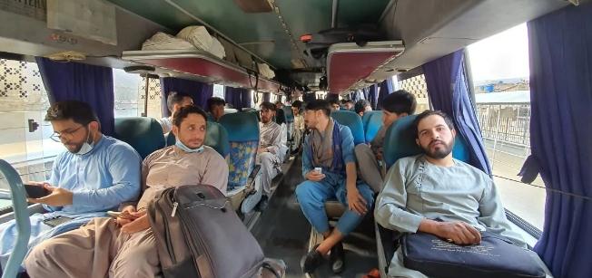 طورخم بارڈر کے راستے 332 افغان طلبہ پاکستان پہنچ گئے